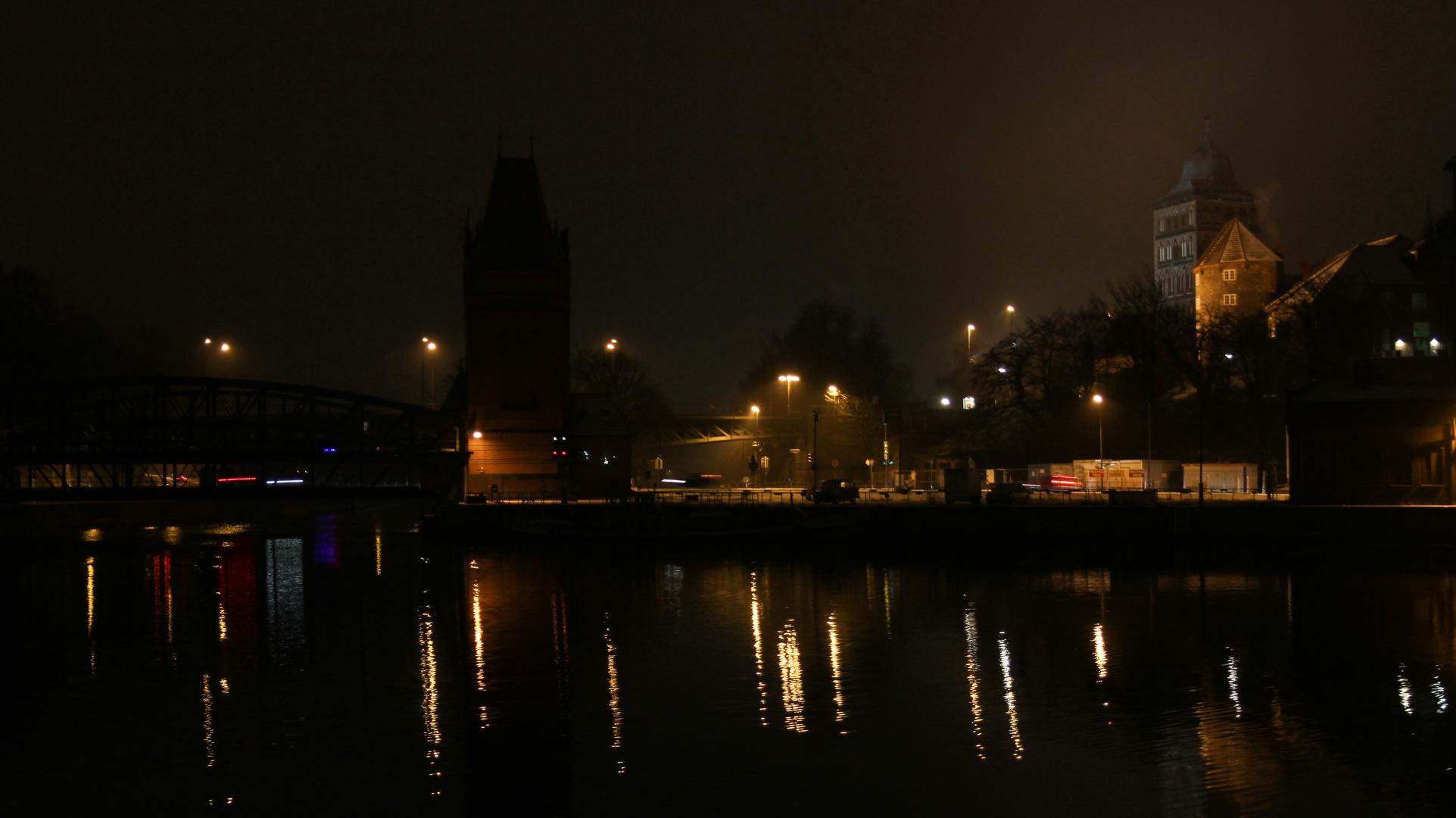 Burgtor mit der Hubbrücke bei Night