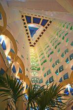 Burj al Arab - hier passt der Kölner Dom rein!