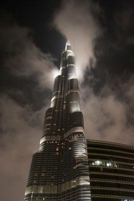 Burj Khalifa in den Wolken