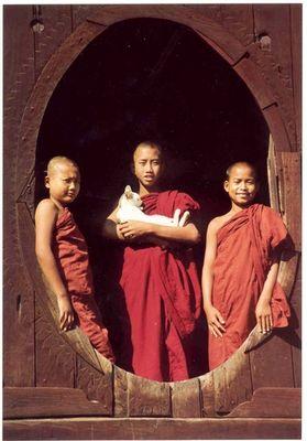 Burma,Novizen des Klosters Shweyanbyei