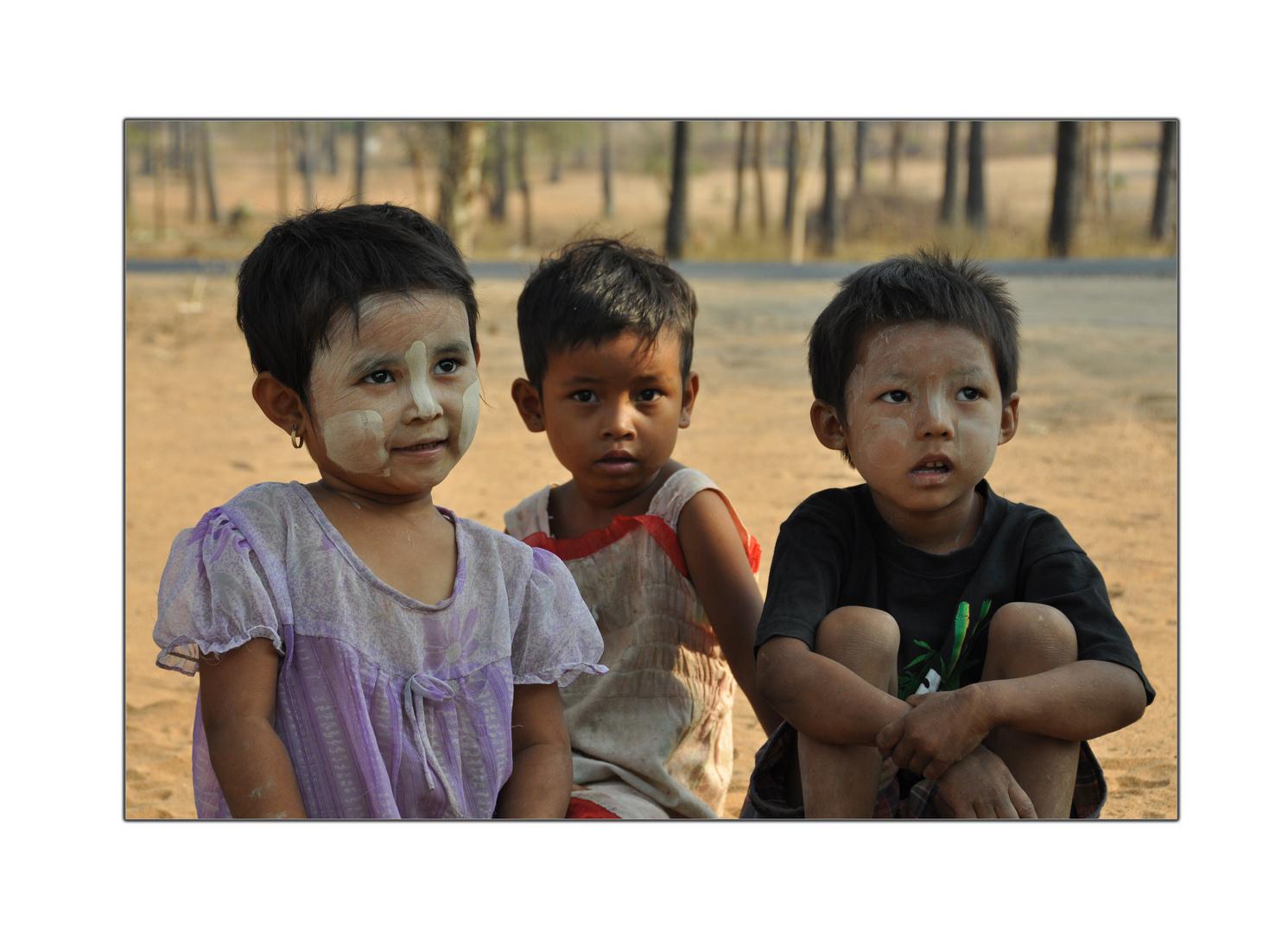 Burmas glückliche Kinder