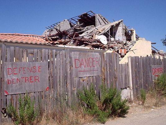 burn house down