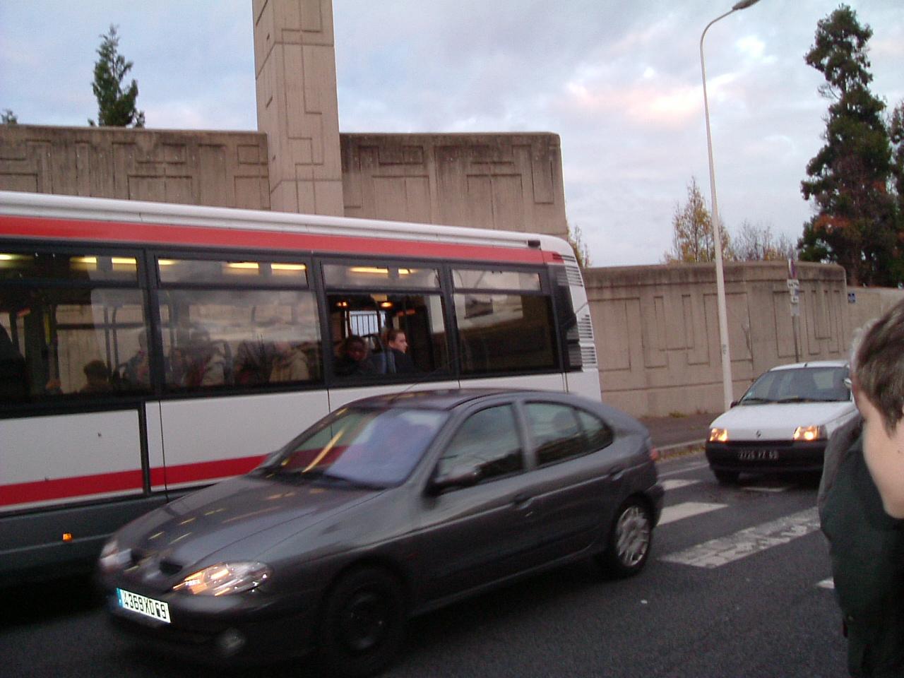 Bus ...