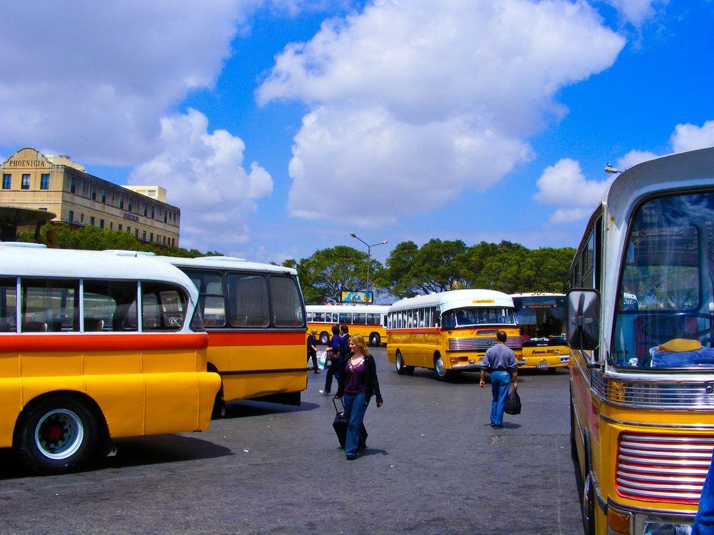 Busbahnhof auf Malta von Antje Schmundt