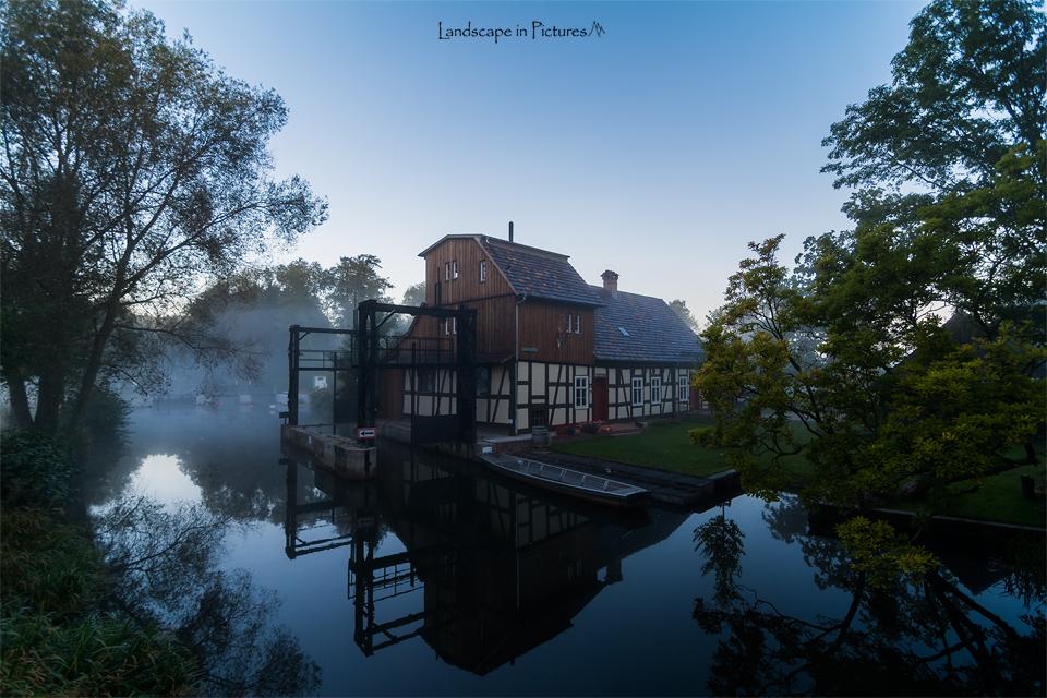 Buschmühle im Frühnebel