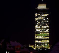 Business-Tower am späten Nachmittag im Winter