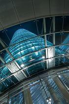 Business-Tower bei Nacht