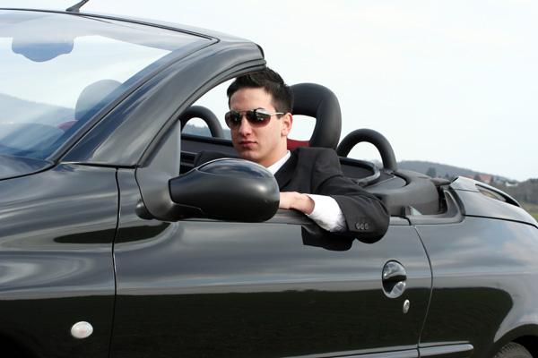 Businessman im Cabrio