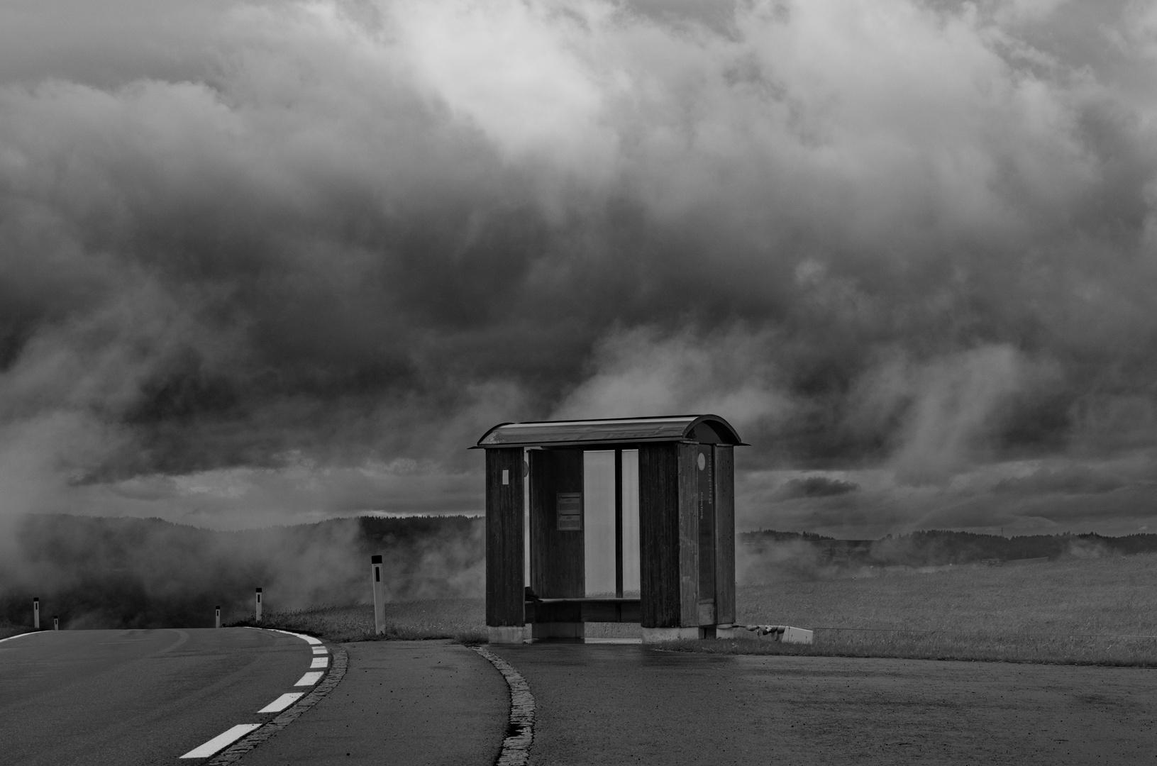 Busstop in den Wolken