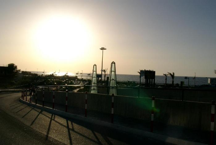 bye bye.... Aussicht Richtung Meer vom Flughafen in Palermo