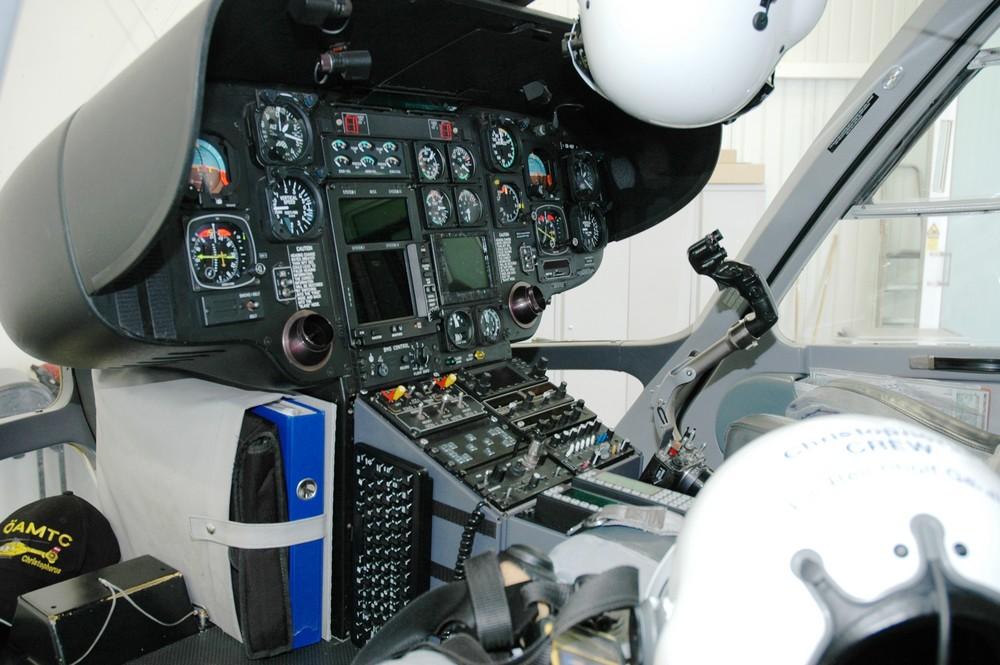 C6-[EC-135] Cockpit 2