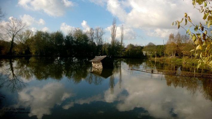 Cabane sur l'étang A