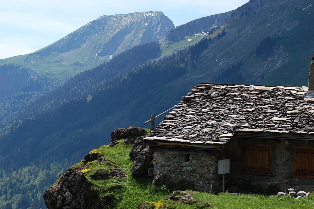 Cabanon dominant la vallée de Montriond