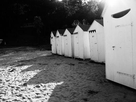 Cabanons de plage inoccupés