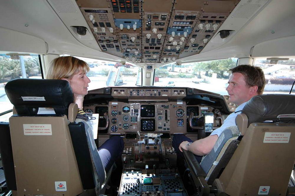Cabina di pilotaggio foto immagini reportage persone for Disegni di cabina di campagna