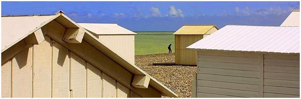 Cabines de plage sur la côte normande