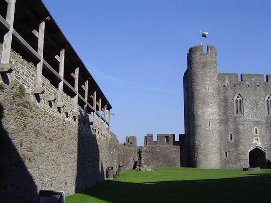 Caerphilly Castle - Schattenspiele