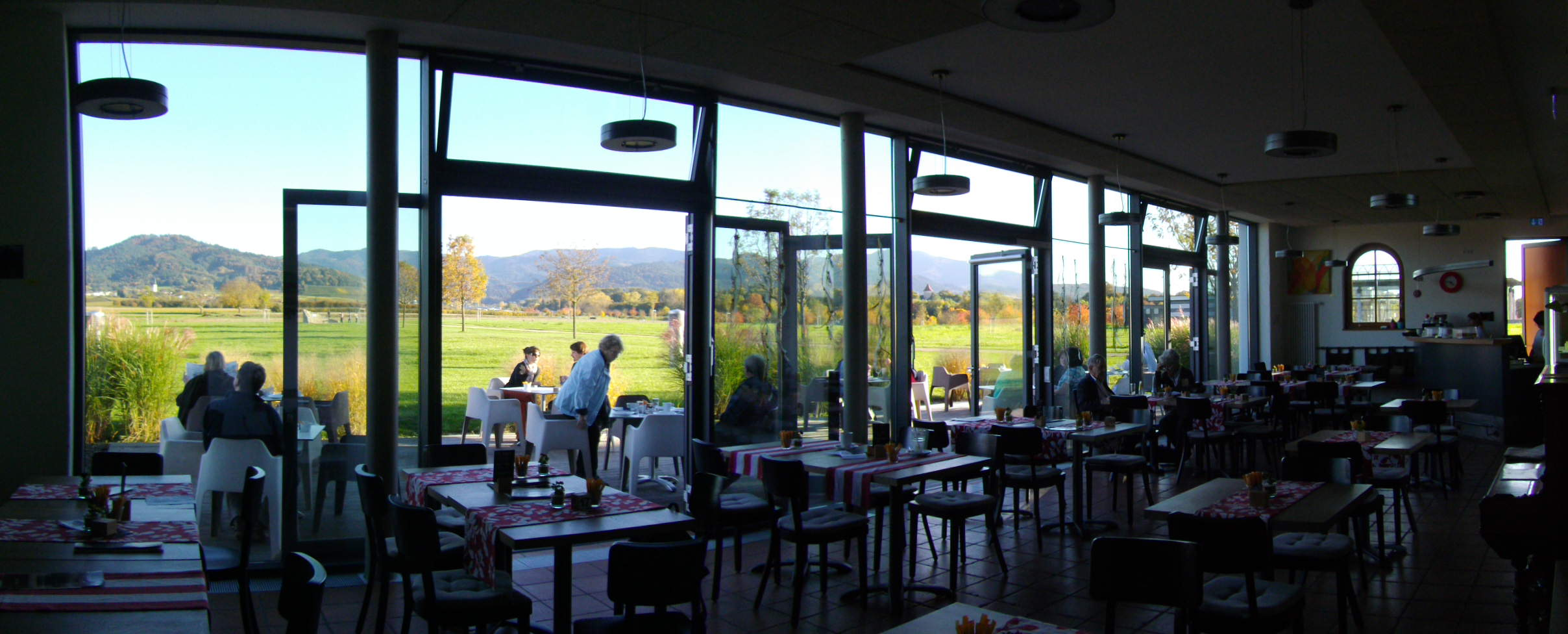 Café Artis (Heitersheim) im Herbstlicht