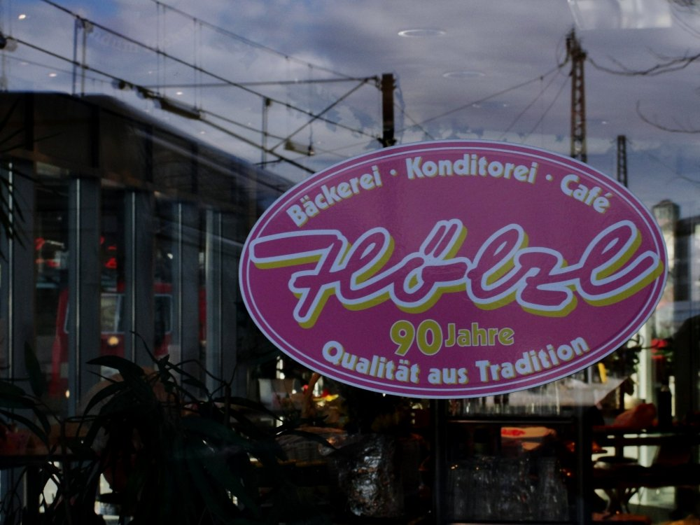 Cafe . .... . Meridian