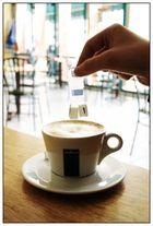 Cafe, Milch und Zucker
