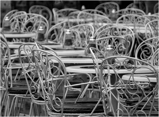 Cafehausstühle im Herbst
