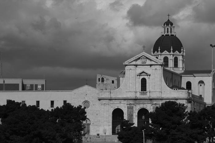 cagliari la chiesa di bonaria in bianco e nero