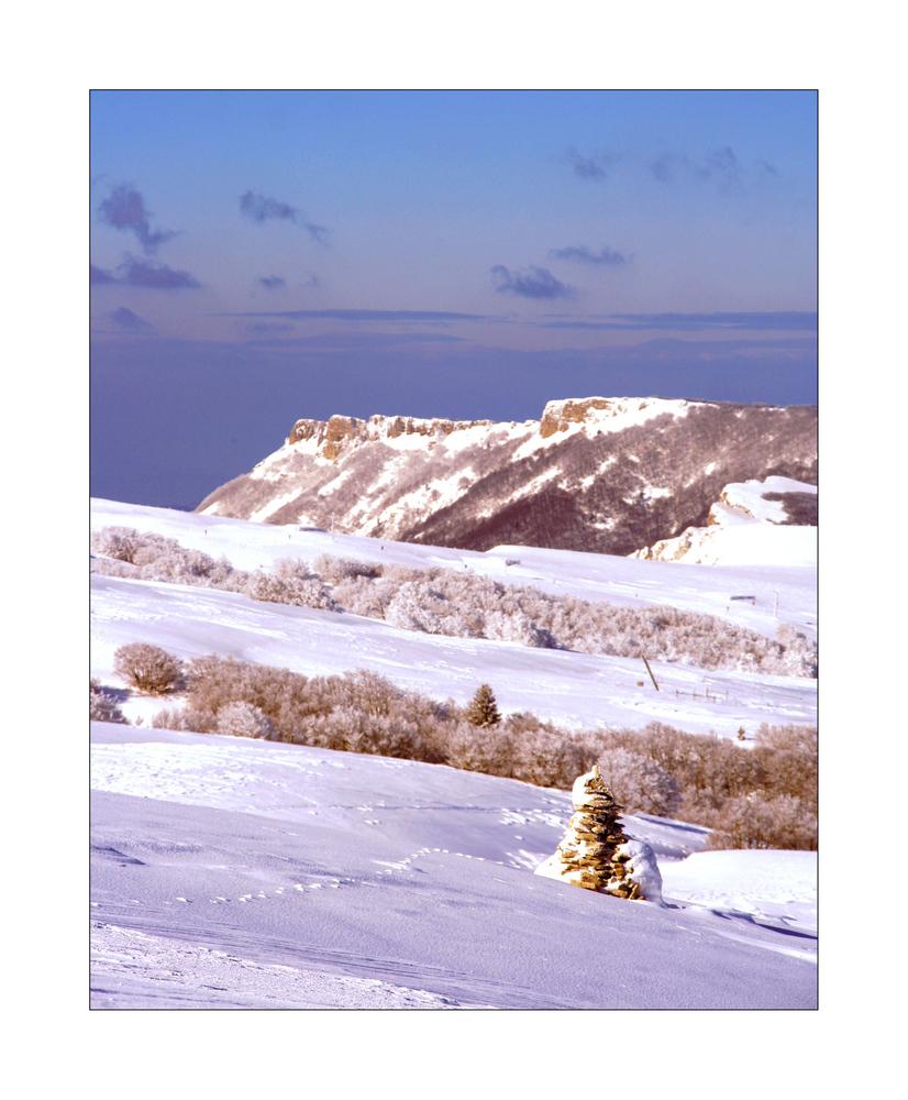cairn sous la neige