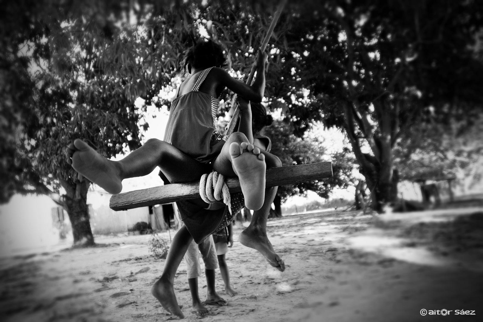 Calunga playing