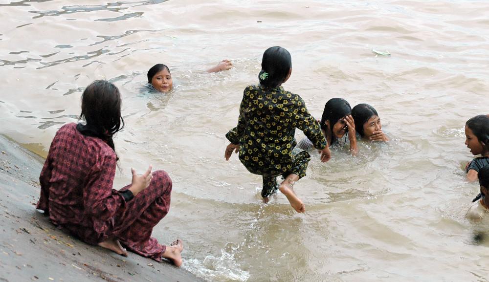 Cambodge 2006 moment de détente sur un lac