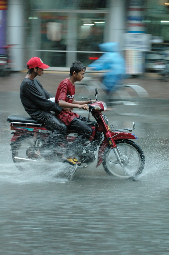 Cambodge 2006 Phnom Penh Mousson: Ah bon il pleu ??