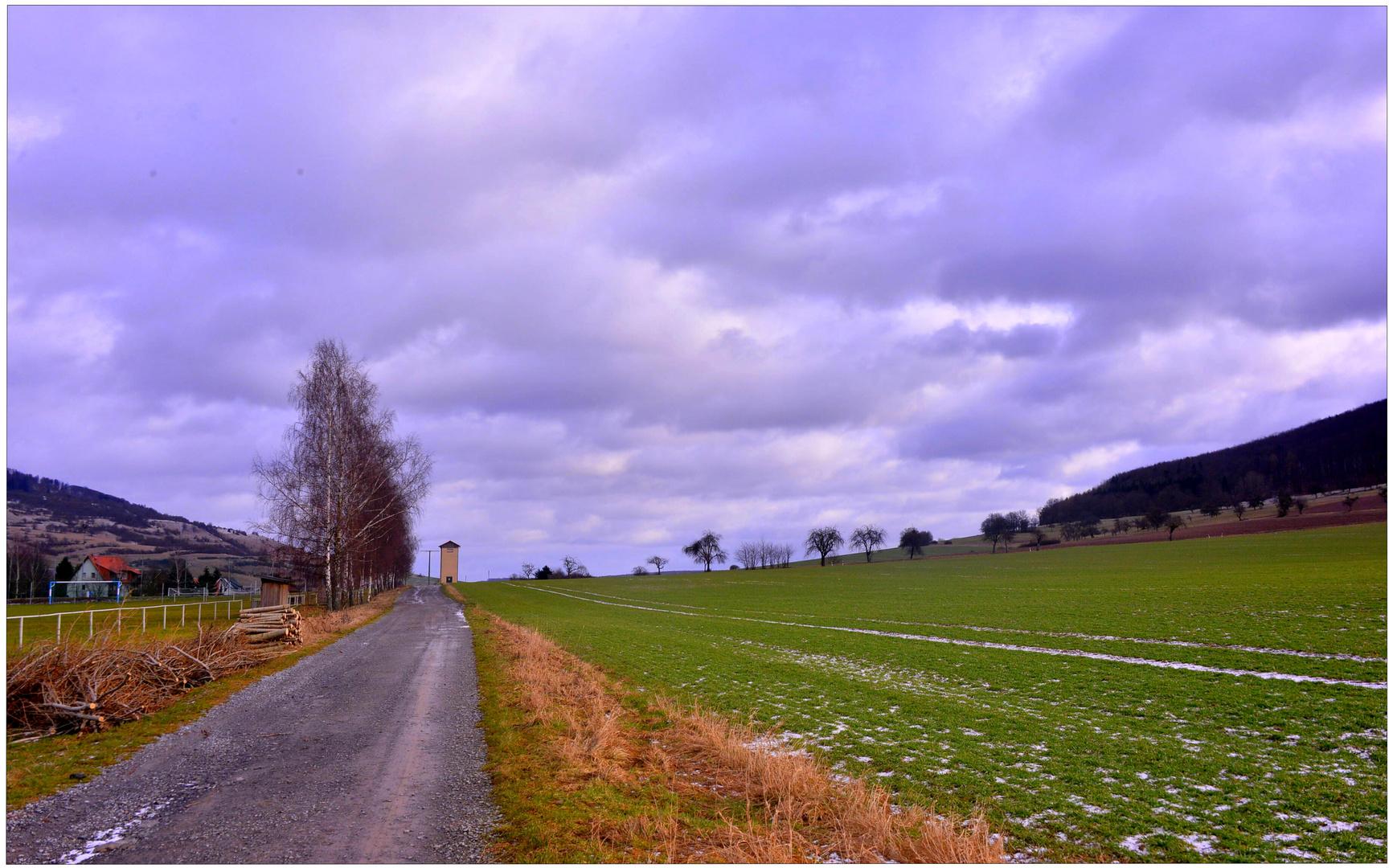 Camino al lado del campo de deportes (Weg am Sportplatz)