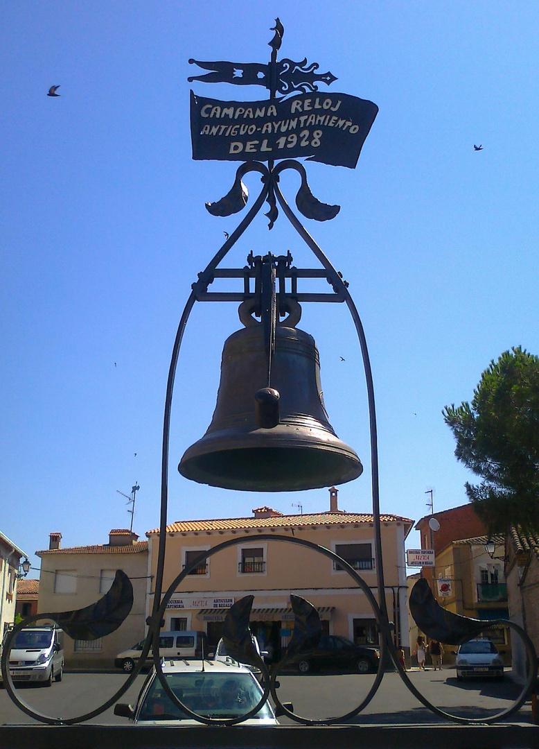 Campana Reloj en la Plaza del Pueblo