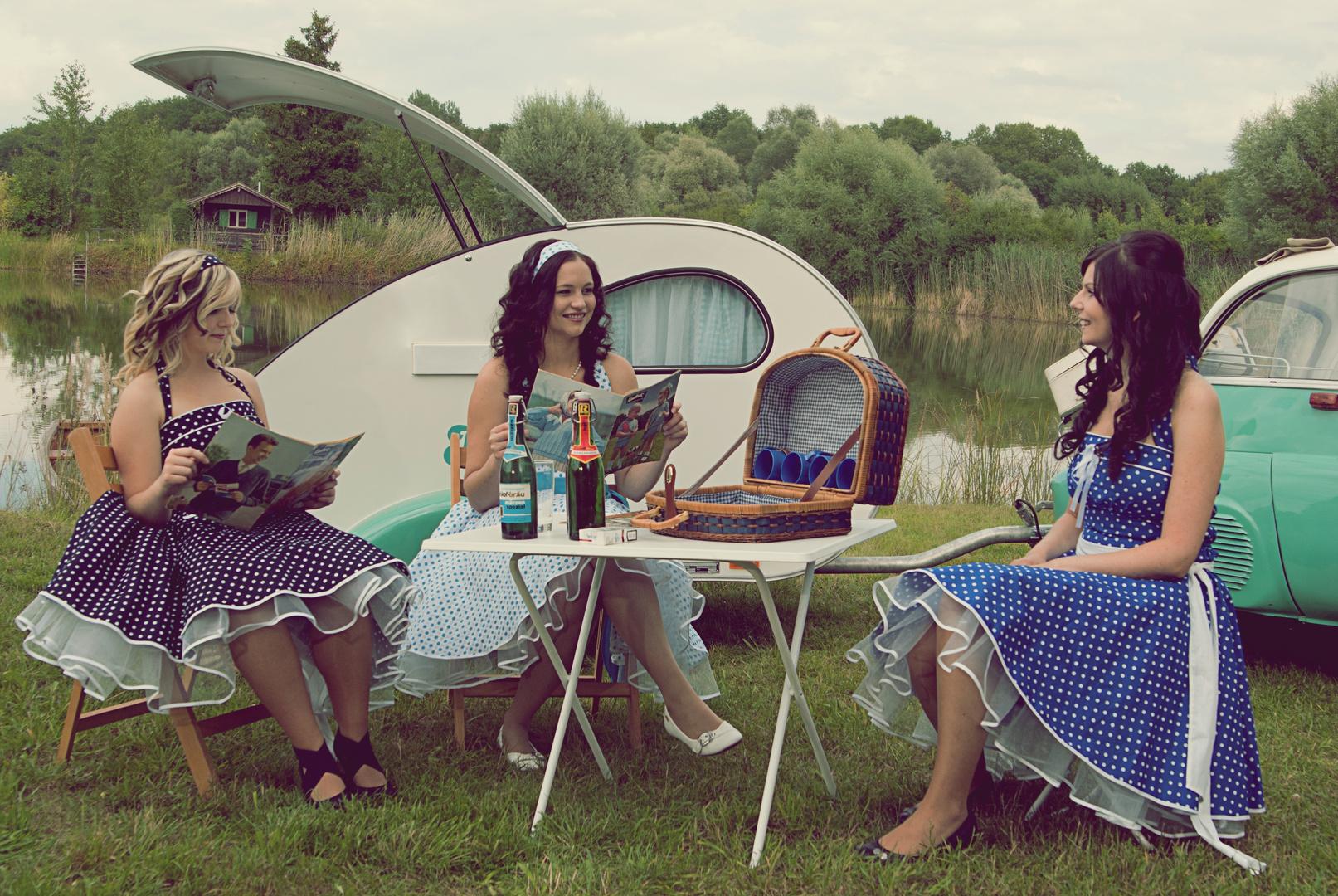 camping der 50er jahre foto bild erwachsene menschen. Black Bedroom Furniture Sets. Home Design Ideas