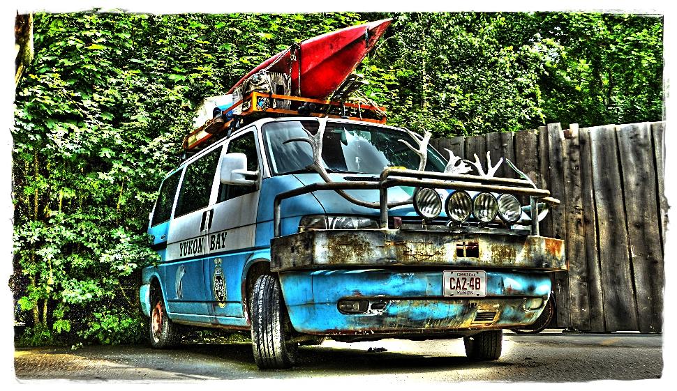 Campingbus am Yukon