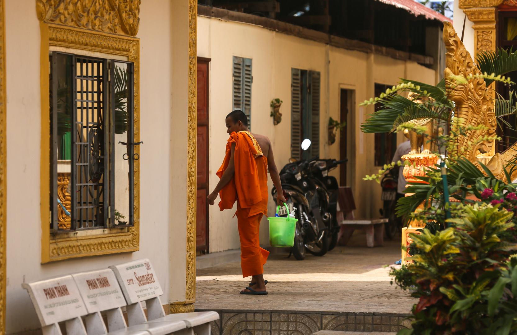 Can Tho, auch Mönche müssen putzen