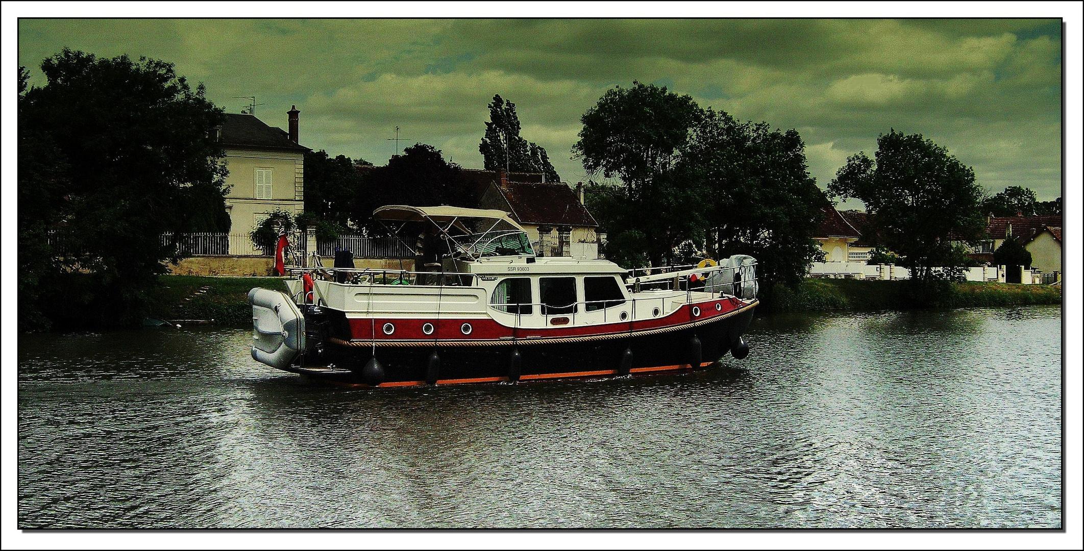 Canal du Nivernais (tourisme fluvial)