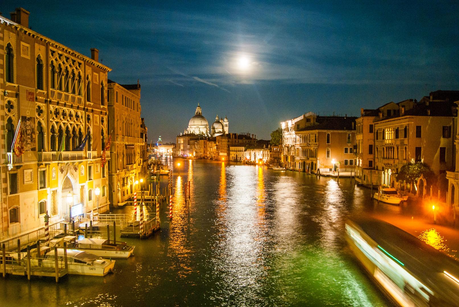 Canal Grande bei Nacht von der Ponte dell' Accademia