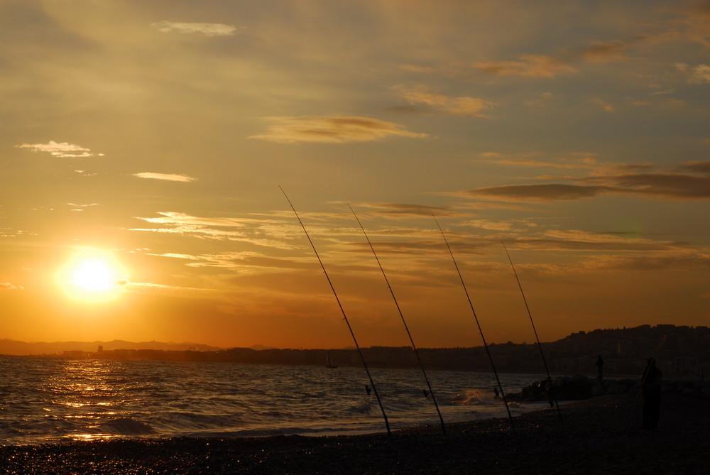 Canne à pêche et couché de soleil