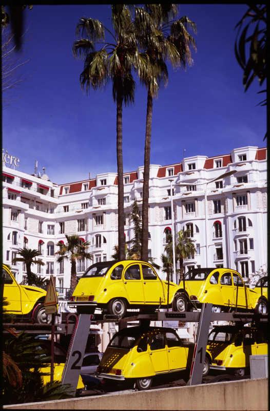 Cannes fait de la couleur