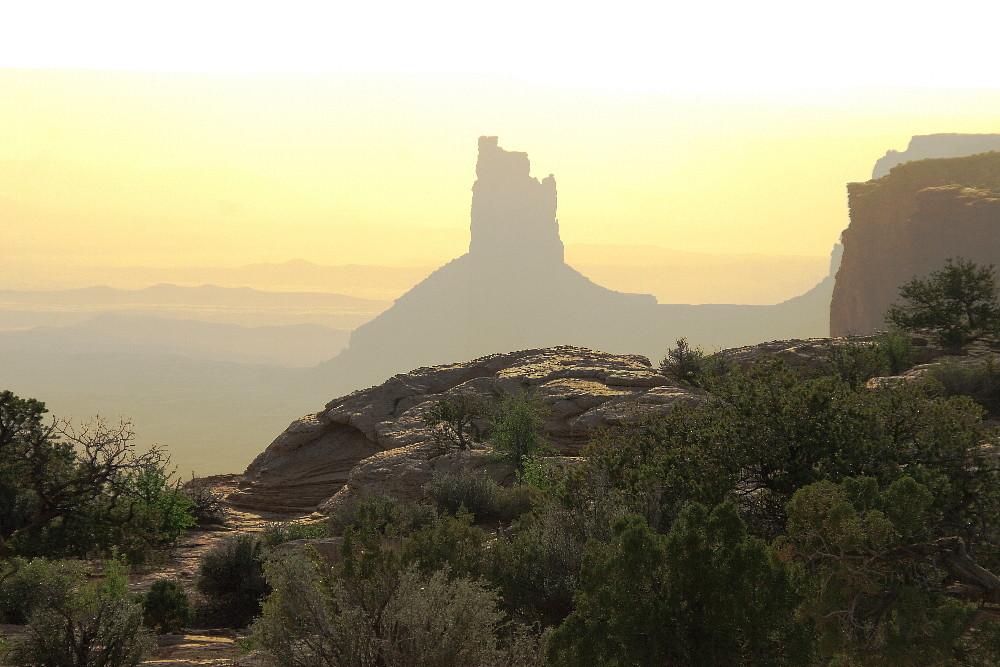 Canyonlands Detail-Einblick bei einem dunstigen Sonnenuntergang