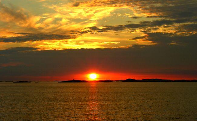 Cap Nord , le soleil ne se couche jamais ( en Juin , Juillet )