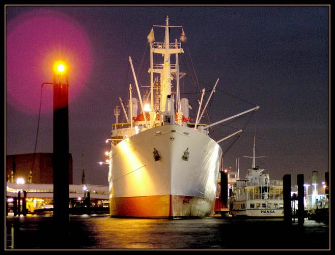 """""""Cap San Diego"""" im Hamburger Hafen"""