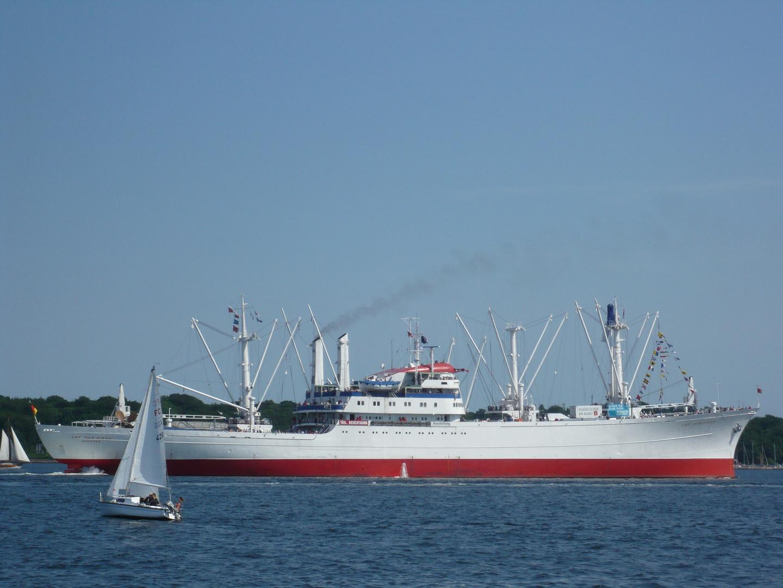 Cap San Diego - Innenförde Kiel mit Segler