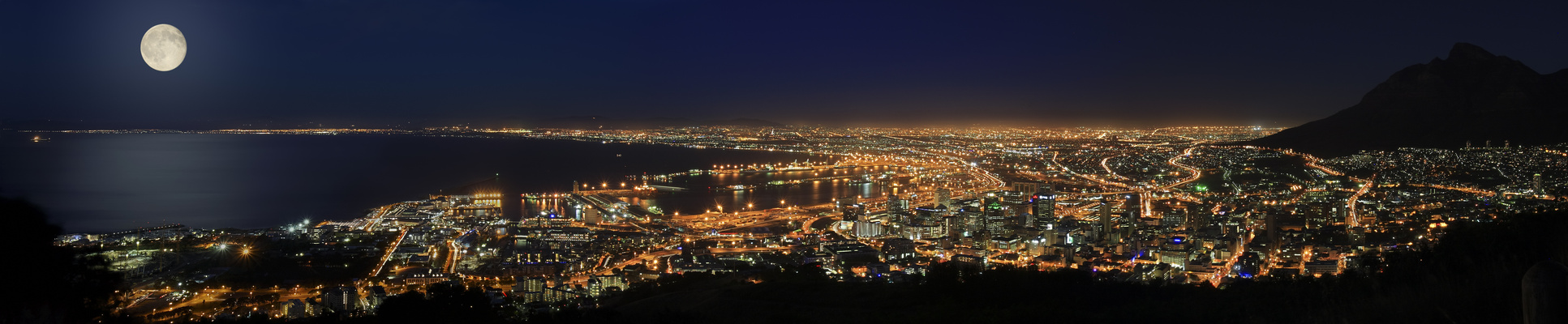 --- Cape Town by Night ---