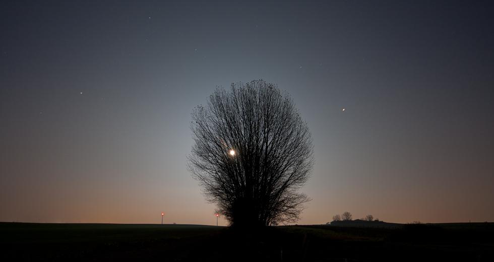Capella, Mond und Saturn...