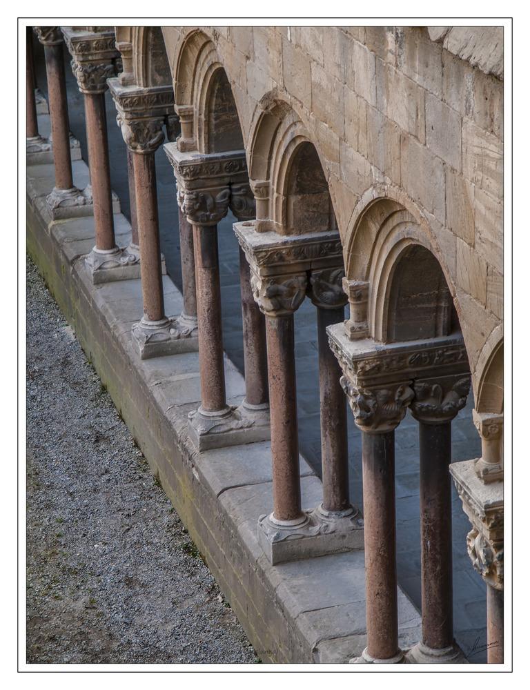 Capiteles Claustro Monasterio Santa María de Ripoll (Ripoll Girona Catalunya)