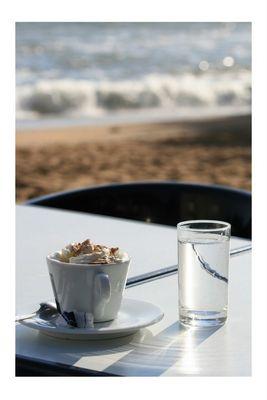 Cappucino am Meer