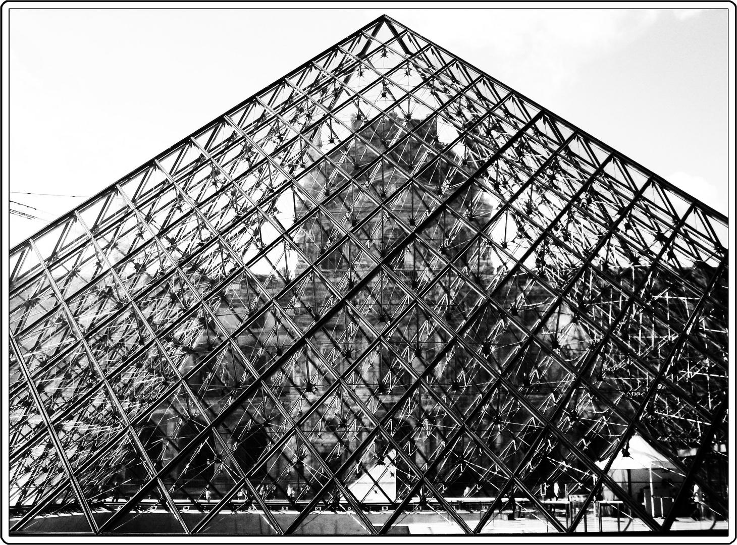 capture. (pyramide du Louvre)