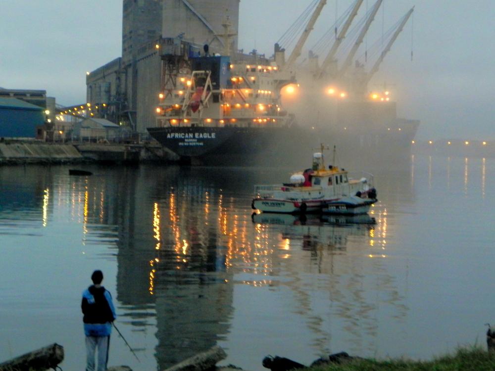 cargero en puerto