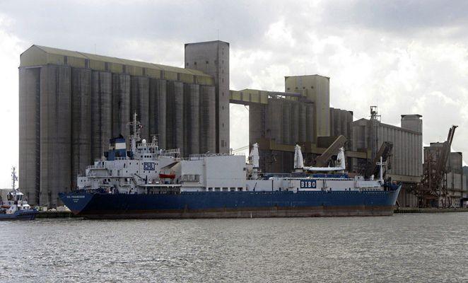 Cargo au port de Rouen
